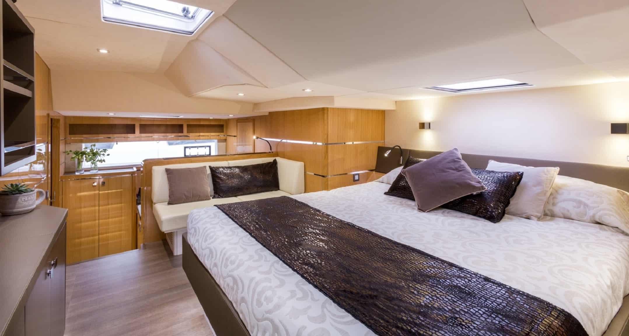 Privilege Catamaran 6 Series - Owner's Suite